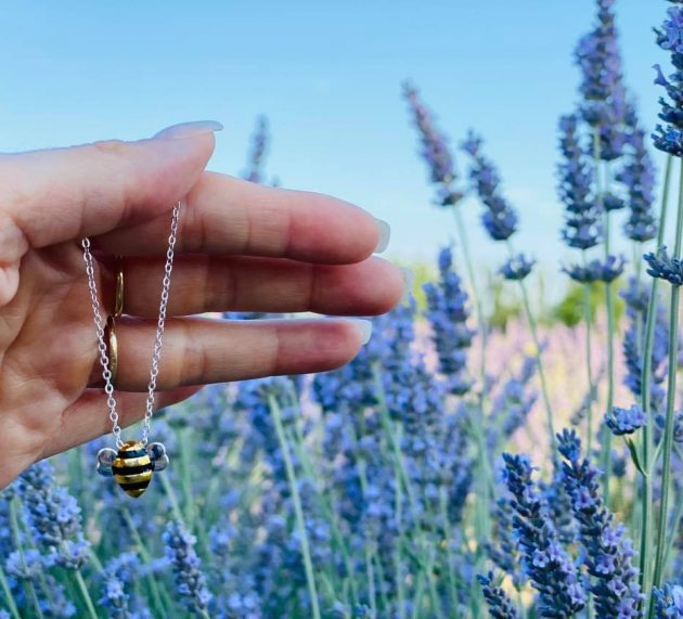BeeHumming : des bijoux qui sauvent les abeilles ?