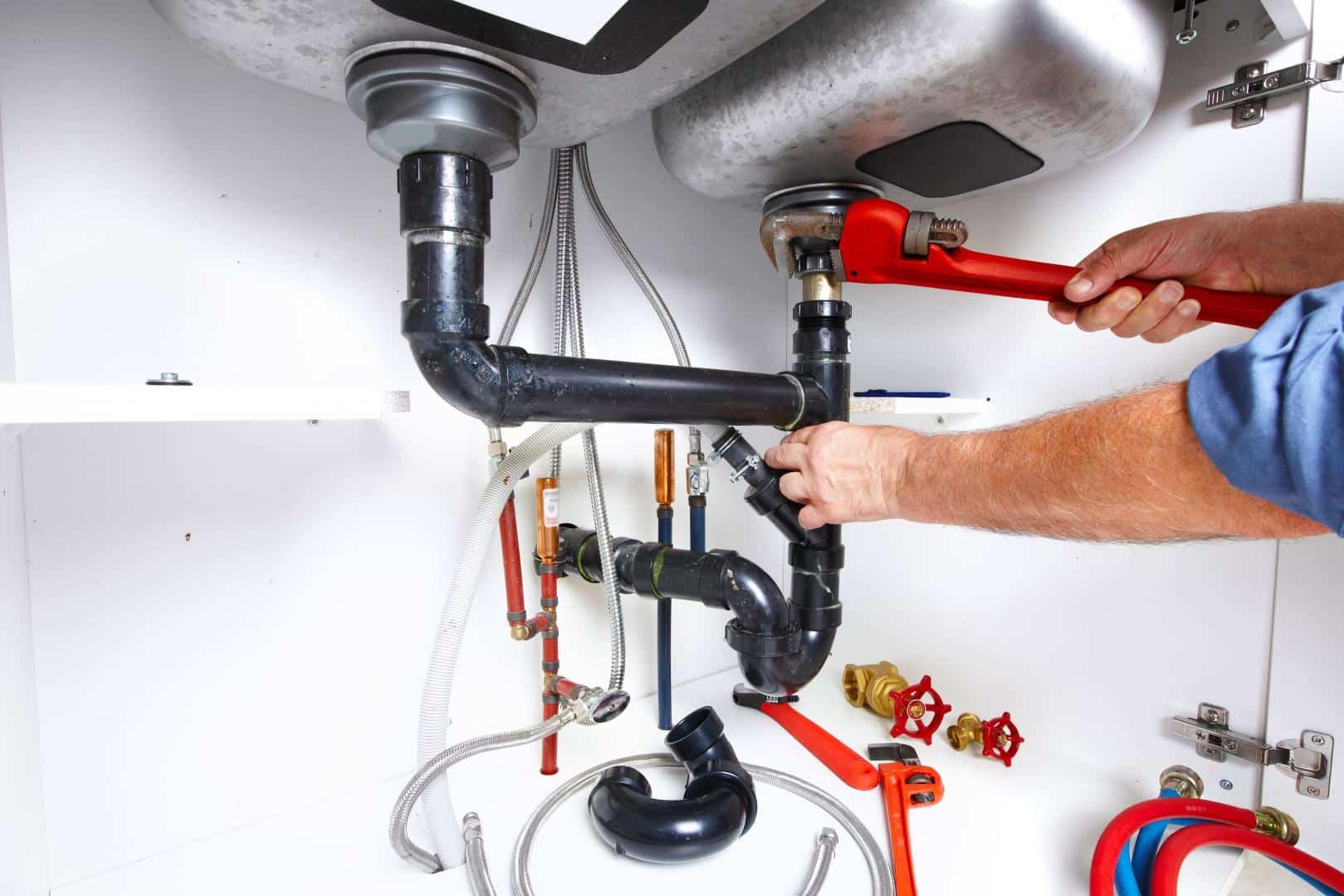 La réparation d'un problème de plomberie