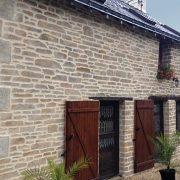 Rénover la façade de votre maison : le choix de la pierre naturelle