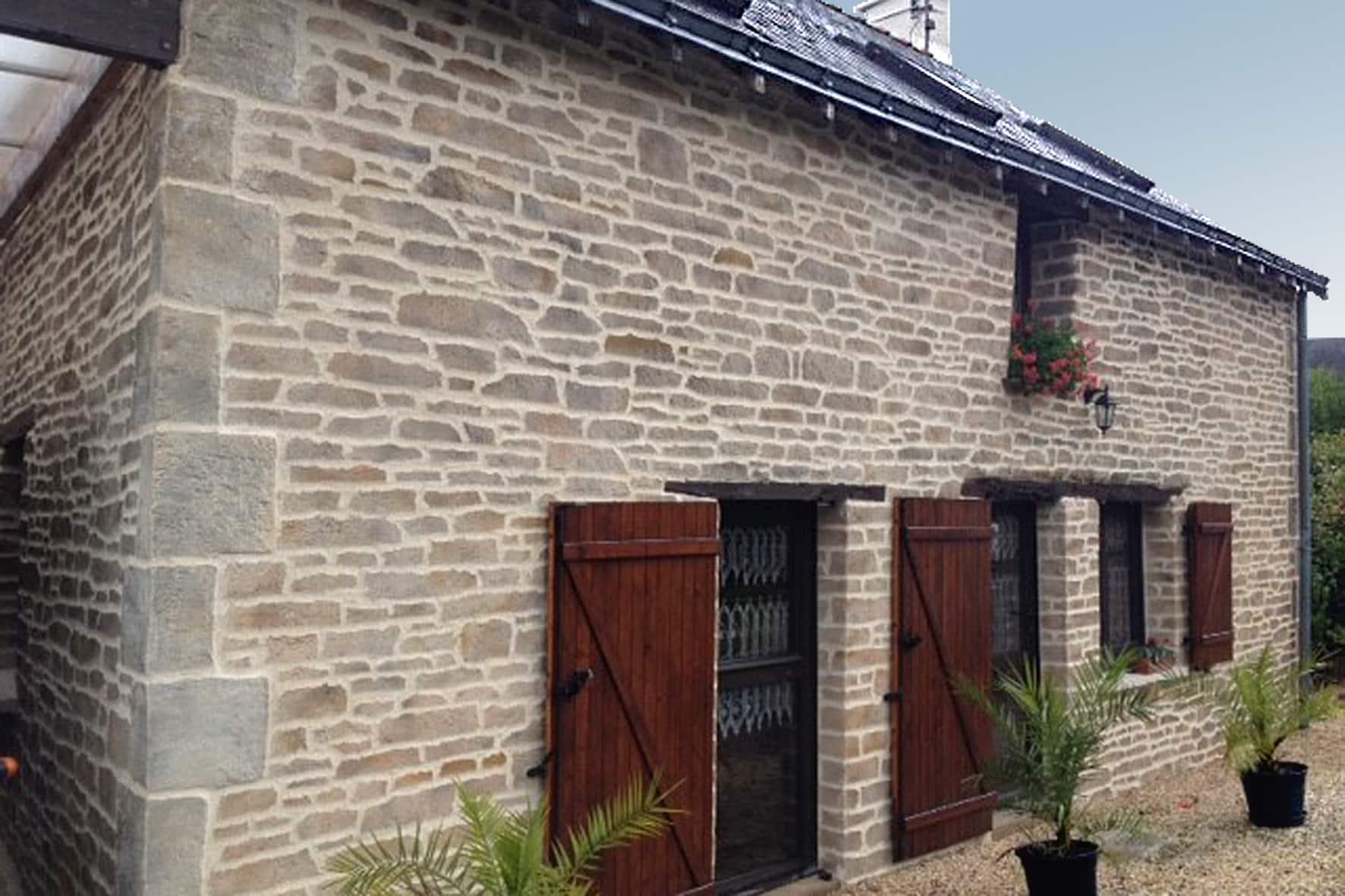 Une façade en pierre naturelle