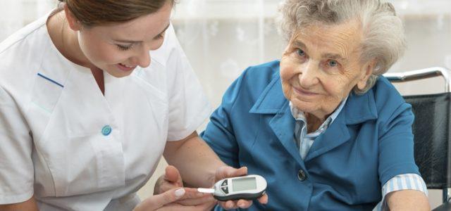 [Métier] Aide soignant : salaire moyen et horaires de travail