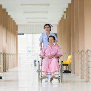 Devenir aide-soignant : quelles sont les qualités essentielles ?