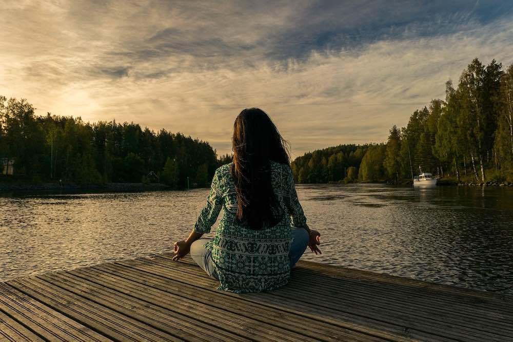 Femme en position de yogi