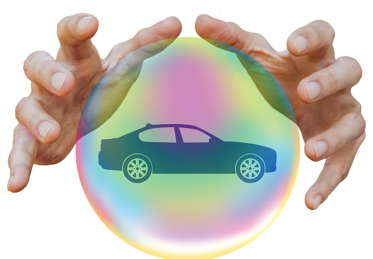 Une voiture protégée par une bulle