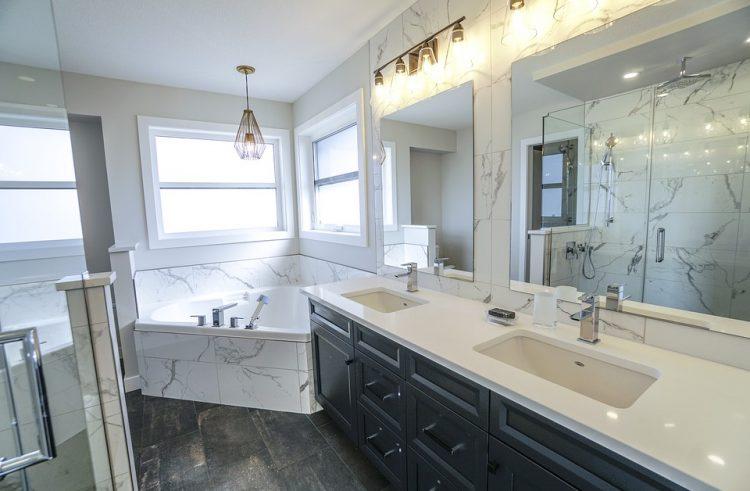 Opter pour du marbre en salle de bain : une bonne idée ?