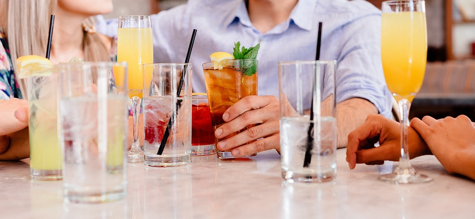 Soirée cocktail : comment bien choisir sa robe de soirée ?
